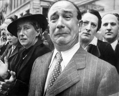 Weeping_Parisian_from_NARA_Ww2-81 public domain 500